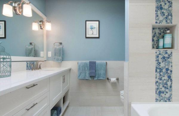 освещение в голубой ванной