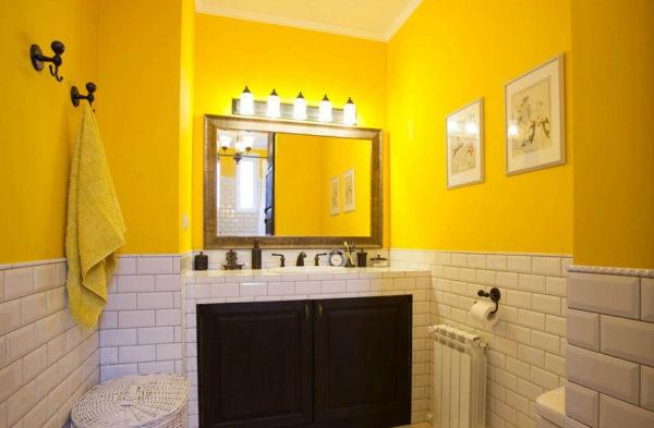 желтая ванная в интерьере