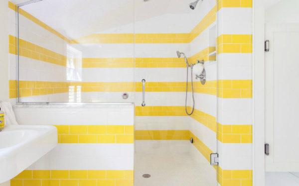 желтая с белым ванная
