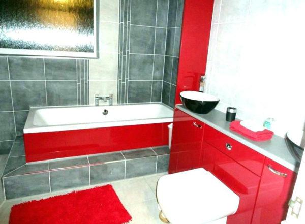 Красно-серая ванная