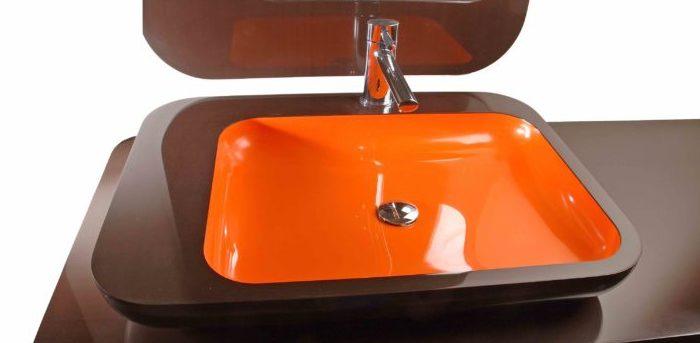 Оранжевый умывальник