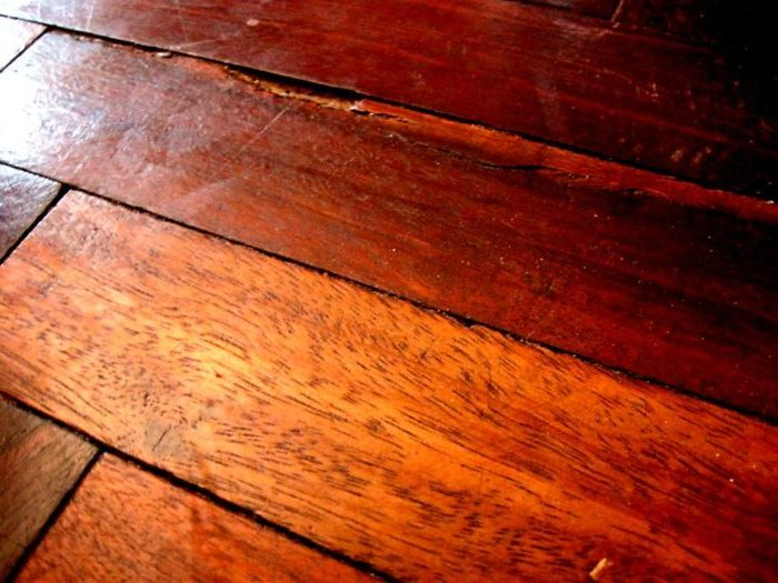 Почему появляются щели в деревянном полу