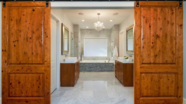 Установка двери в ванной: монтаж