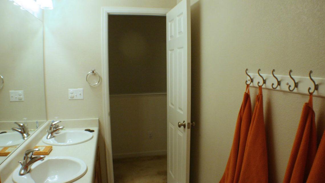 Двери в ванную комнату и туалет