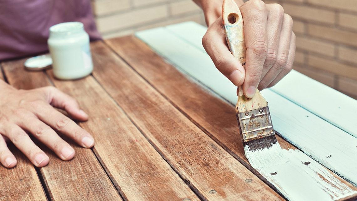 Покраска дерева: инструкция и методы