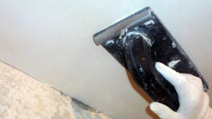 Как поштукатурить потолок
