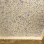 Как наносить жидкие обои на потолок